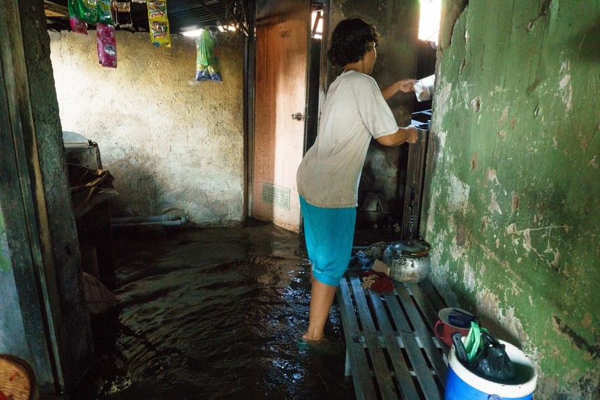 SEMARANG, INDONESIA - MAY 13 : Residents are seen in the house filled with flood waters after heavy monsoon rains in Semarang, Central Java, Indonesia, on May 13, 2016.  The Meteorology, Climatology and Geophysics (BMKG) Indonesia declares flood elevation of sea water reached 1.16 meters. (Photo by Dhana Kencana/Anadolu Agency/Getty Images)