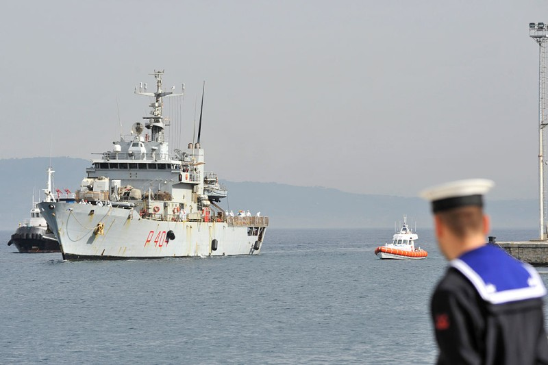 """The Italian Navy ship """"Vega"""" arrives with more than 600 migrants and refugees on May 29, 2016 in the port of Reggio Calabria, southern Italy. A week of shipwrecks and death in the Mediterranean culminated today with harrowing testimony from migrant survivors who said another 500 people including 40 children had drowned, bringing the number of feared dead to 700.  / AFP / GIOVANNI ISOLINO        (Photo credit should read GIOVANNI ISOLINO/AFP/Getty Images)"""