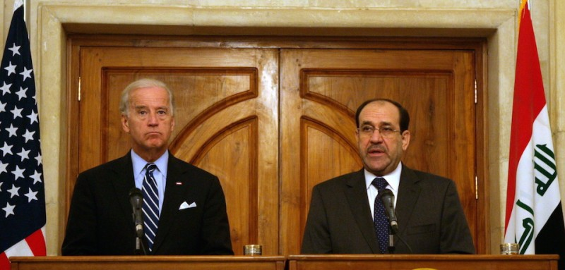 epa01864058 A handout picture released by Iraqi Prime Minister Office shows US Vice President Joe Biden (L) and Iraqi Prime Minsietr Nouri al-Maliki (R) during a press conference after their meeting, in Baghdad, Iraq on 16 September 2009.   / HANDOUT