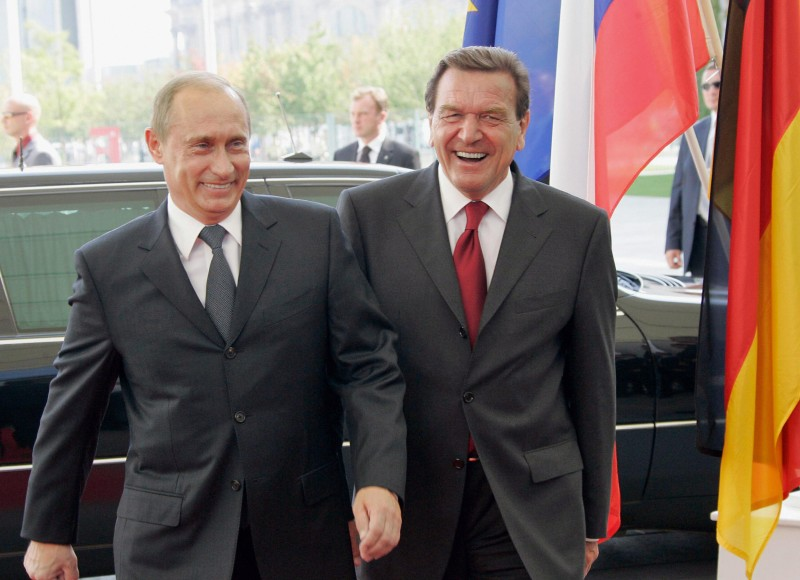 Berlin, GERMANY:  German Chancellor Gerhard Schroeder (R) and Russian President Vladimir Putin, 08 September 2005, arrive for talks at the Chancellory in Berlin. Putin is to oversee the signing of an agreement to build a multi-billion-dollar pipeline linking Russia with western Europe, just 10 days before the September 18 German general election. AFP PHOTO /PRESIDENTIAL PRESS SERVICE / ITAR-TASS  (Photo credit should read VLADIMIR RODIONOV/AFP/Getty Images)