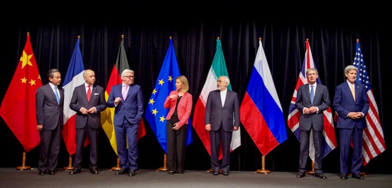 Secretary_Kerry_Poses_for_a_Group_Photo_With_Fellow_EU,_P5+1_Foreign_Ministers_and_Iranian_Foreign_Minister_Zarif_After_Reaching_Iran_Nuclear_Deal