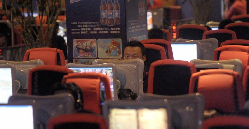 "Chinese people use computers at an internet bar in Beijing on September 30, 2009. Press rights group Reporters Without Borders said on September 29 that a ""paranoid"" China had blocked tens of thousands of websites ahead of the 60th anniversary of the People's Republic. AFP PHOTO/LIU Jin (Photo credit should read LIU JIN/AFP/Getty Images)"