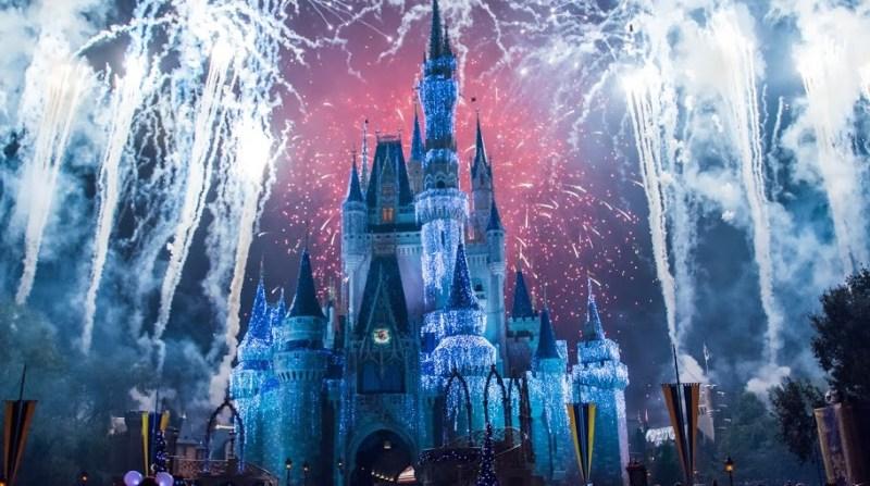 firecrackers_go_up_in_the_sky_before_cinderella_castle_disneyland