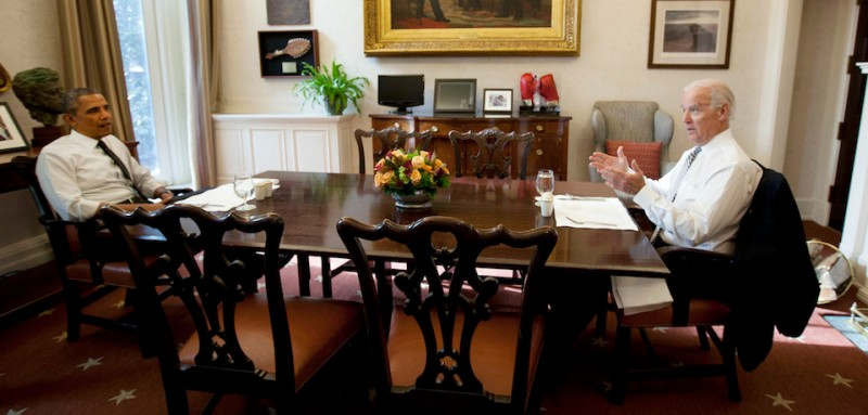 US President Barack Obama and Vice President Joe Biden meet for lunch in the Private Dining Room of the White House, in Washington DC, on January 8, 2014. (Aude Guerrucci/Pool)