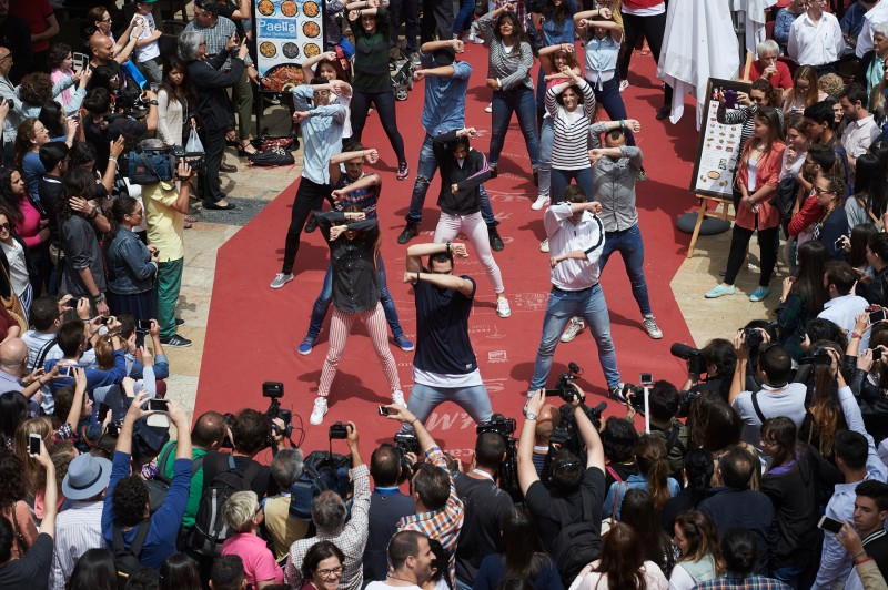 """MALAGA, SPAIN - APRIL 24:  General view of """"Solo Quimica"""" Flash Mob during the 18th Malaga Film Festival on April 24, 2015 in Malaga, Spain.  (Photo by Carlos Alvarez/Getty Images)"""