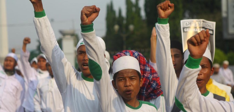 Members of Islamic Defenders Front (PFI) shout slogan during a rally to an anti-communism campaign in Jakarta, Indonesia, on June 03, 2016. On May, Indonesia goverment held a historic symposium on the 1965 mass killings that was seen as the first step into some form of reconciliation between the government and the 500 thousand to 1 million victims of an anti-communist purge and their families. This sparked an anti-communist panic in Indonesia, stirred up largely by military officials and extremist groups.  (Photo by Agoes Rudianto/NurPhoto via Getty Images)