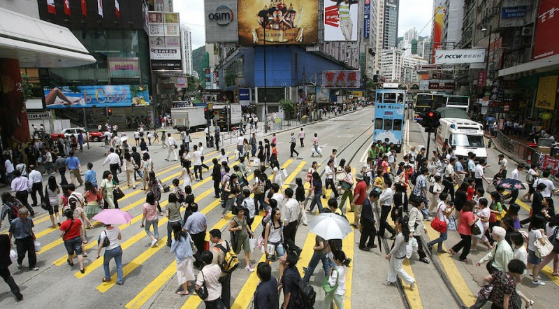 "Hong Kong, CHINA: Shoppers cross the street in the Causeway Bay district of Hong Kong, 31 May 2007. Retail sales for April, generally seen as a barometer of the health of the consumer-lead economy in 2007, were set to be released later 31 May after figures released the month before showed sales slowed sharply on the back of a ""fall-off"" in supermarkets and volatility in the car market.       AFP PHOTO/MIKE CLARKE (Photo credit should read MIKE CLARKE/AFP/Getty Images)"