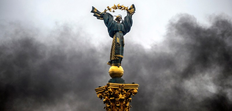 "A picture taken on February 20, 2014 shows the Maidan Nezalezhnosti monument (Independence Square) in central Kiev. Ukraine's embattled leader announced a ""truce"" with the opposition as he prepared to get grilled by visiting EU diplomats over clashes that killed 26 and left the government facing diplomatic isolation. The shocking scale of the violence three months into the crisis brought expressions of grave concern from the West and condemnation of an ""attempted coup"" by the Kremlin. AFP PHOTO / BULENT KILIC"