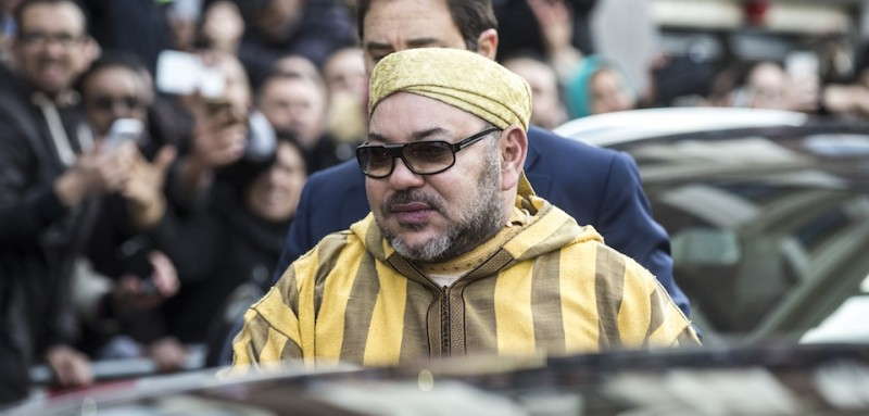 King Mohammed VI of Morocco is surrounded by supporters and admirers as he leaves his hotel on March 30, 2016 in Amsterdam following a several day visit.  / AFP / ANP / ALEXANDER SCHIPPERS / Netherlands OUT        (Photo credit should read ALEXANDER SCHIPPERS/AFP/Getty Images)