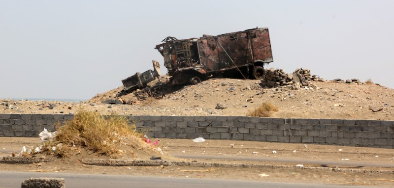 A destroyed vehicle is pictured in the Yemeni port city of Hodeidah on October 13, 2016. The US military directly targeted Yemen's Huthi rebels for the first time, hitting radar sites controlled by the insurgents after US warships came under missile attacks twice in four days. / AFP / STRINGER        (Photo credit should read STRINGER/AFP/Getty Images)
