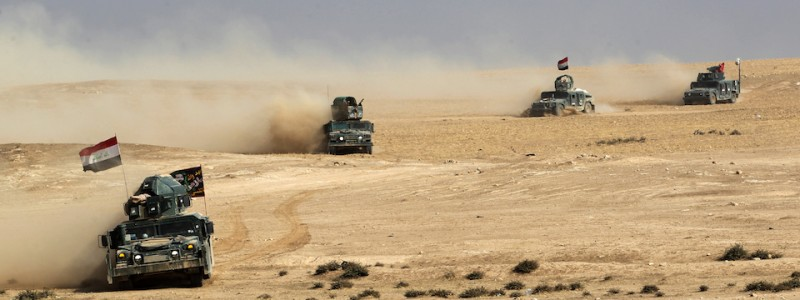 Iraqi pro-government forces advance towards the village of Sin al-Dhuban, south of Mosul, on October 27, 2016, during an operation to retake the main hub city from the Islamic State (IS) group jihadists.  A US general told AFP that between 800 and 900 Islamic State group fighters have been killed since the Iraqi-led operation to recapture Mosul from the jihadists began. / AFP / AHMAD AL-RUBAYE        (Photo credit should read AHMAD AL-RUBAYE/AFP/Getty Images)