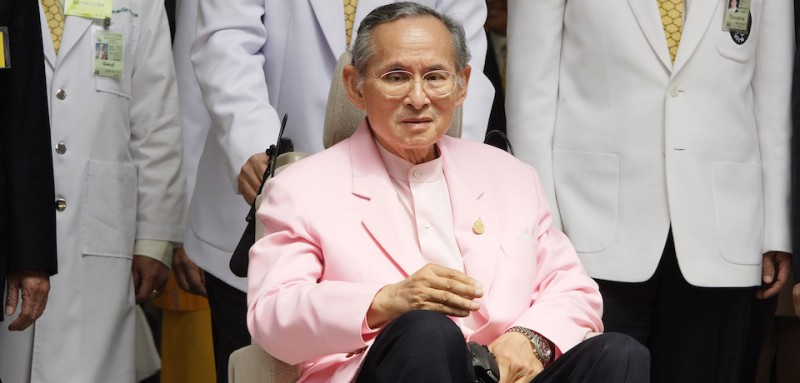 BANGKOK, THAILAND - NOVEMBER 7: Thailand's King Bhumibol Adulyadej sits on a wheelchair as he leaves the Siriraj hospital on November 7, 2007, in Bangkok, Thailand. The 79 year-old King is the world's longest reigning monarch and had been recovering in hospital since October 13 after suffering a blood clot in his brian.  (Photo by Chumsak Kanoknan/ Getty Images)