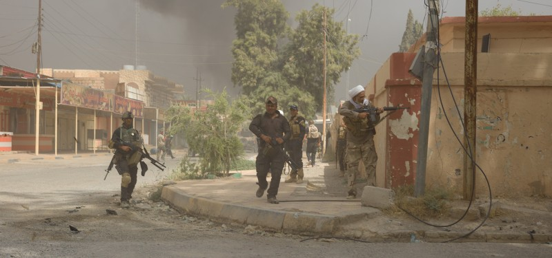 Hashd fighters clearing sidestreets of ISIS fighters ahead of the column, Shirqat.
