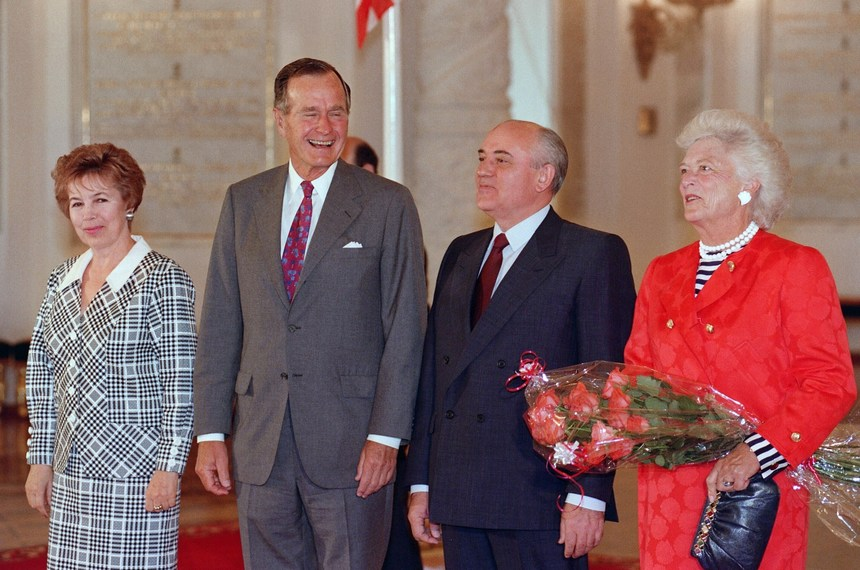 "US President George Bush (2nd-L), his Soviet counterpart Mikhail Gorbachev (2nd-R), US First Lady Barbara Bush (R) and Raisa Gorbachev (L) laugh 30 July 1991 in Moscow in Kremlin St Katherine's Hal at the beginning of the two-day US-Soviet Summit dedicated to the disarmament. Nine years of talks were successfully concluded 31 July when two heads of state signed START, the Strategic Arms Reduction Treaty which will cut the superpowers's nuclear arsenals by up to a third. The Soviet leader called the treaty ""a moral achievement"" which replaced ""militarised thinking"" with ""normal human thinking"".        (Photo credit should read JONATHAN UTZ/AFP/Getty Images)"