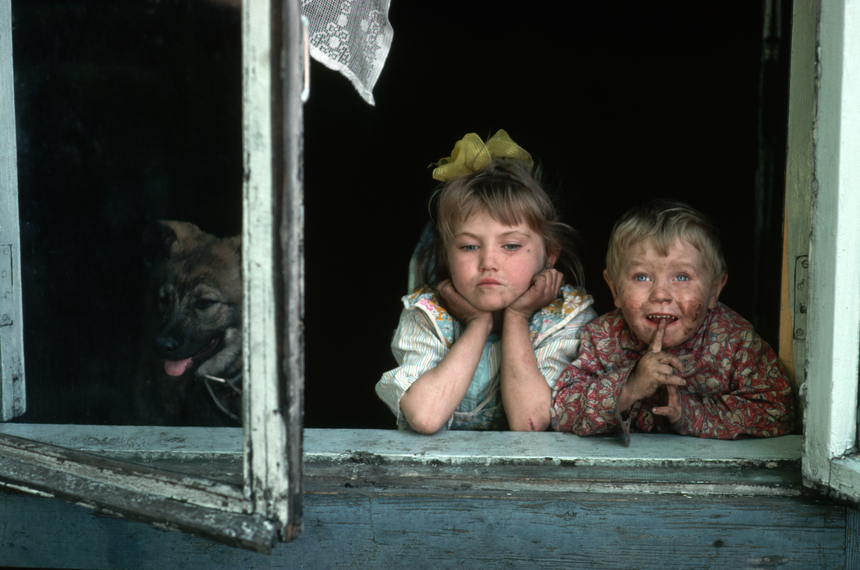 Two dirty children look out the window. They live in a coal-mining and steel-manufacturing community in Siberia enduring widespread economic hardships.   (Photo by Peter Turnley/Corbis/VCG via Getty Images)