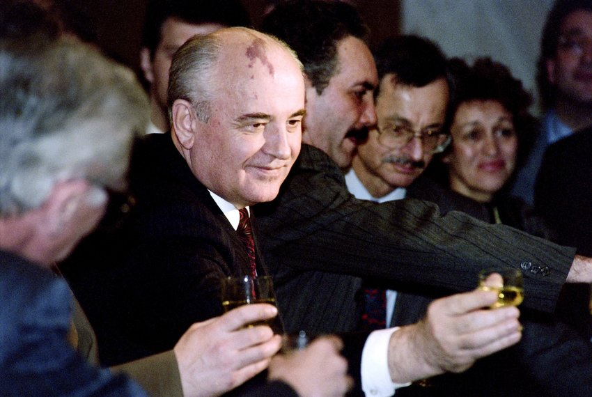 (FILES) A picture taken on December 26, 1991 shows former President Mikhail Gorbachev (C) holding a glass at a going away party for him held at Moscow's Oktabraskya Hotel. Gorbachev has announced his resignation as President of Soviet Union the day before, thus ending nearly seven years of power and signalled the end of the Soviet Union which had begun in 1917 with the October Revolution. Gorbachev warned that the dissolution of the country might lead to inter-ethnic conflicts and perhaps even all-out war. AFP PHOTO / VITALY ARMAND        (Photo credit should read VITALY ARMAND/AFP/Getty Images)
