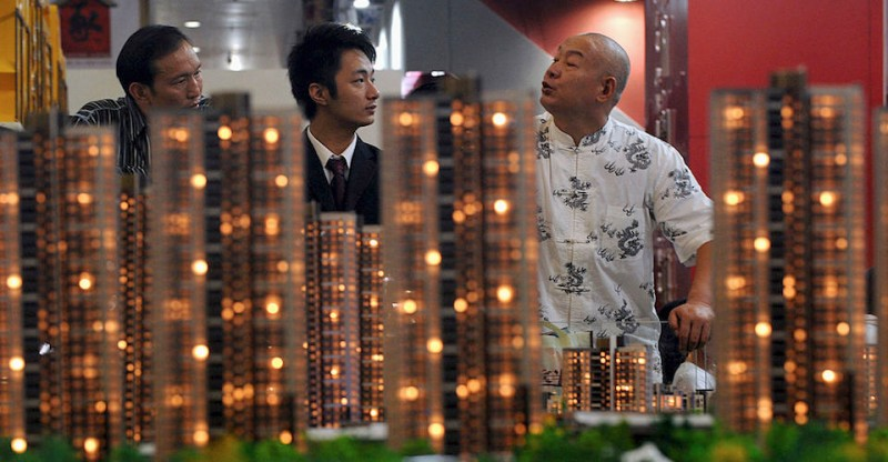 WUHAN, CHINA -  OCTOBER 18: (CHINA OUT) Potential buyers view apartment models during the Wuhan Autumn Real Estate Trade Fair on October 18, 2008 in Wuhan of Hubei Province, China. China sees a worsening slump in the real estate market, which has resulted in four months of consecutive drops in housing prices in major cities. At least 18 Chinese cities, including Shanghai, Guangzhou, Hangzhou and Xian, have announced detailed policies to boost their property market. (Photo by China Photos/Getty Images)