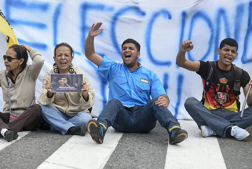 People demand early elections during a protest against Venezuelan President Nicolas Maduro's government outside the Supreme Court of Justice in Caracas on February 9, 2017. / AFP / JUAN BARRETO        (Photo credit should read JUAN BARRETO/AFP/Getty Images)