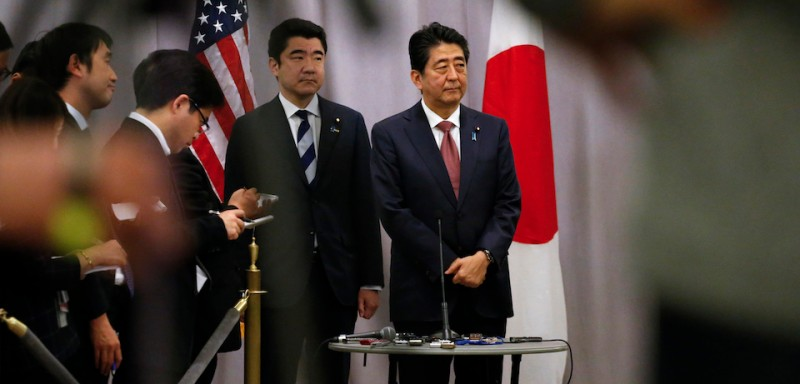 Japanese Prime Minister Shinzo Abe (R) attends a press conference after a meeting with U.S president elected Donald Trump on November 17, 2016 in New York / AFP / KENA BETANCUR        (Photo credit should read KENA BETANCUR/AFP/Getty Images)