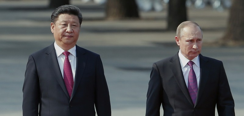 BEIJING, CHINA - JUNE 25:  Chinese President Xi Jinping (L) accompanies Russian President Vladimir Putin (R) to view an honour guard during a welcoming ceremony outside the Great Hall of the People on June 25, 2016 in Beijing, China. At the invitation of President Xi Jinping, Russian President Vladimir Putin is in China to discuss more economic and military cooperation between the two countries. (Photo by Lintao Zhang/Getty Images)