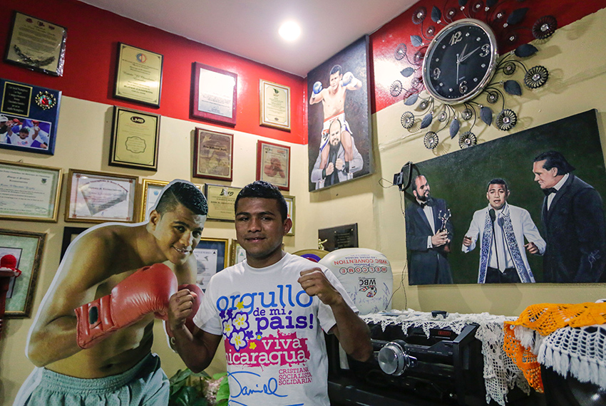 "TOPSHOT - Nicaraguan boxer Roman Chocolatito Gonzalez (L), considered one of the best pound-for-pound fighters in the world, poses for pictures at his mother's house in ""La Esperanza"" neighborhood in Managua, after being defeated by Thai boxer Srikaset Sor Rungvisai and losing his fourth belt, on March 20, 2017.    / AFP PHOTO / INTI OCON        (Photo credit should read INTI OCON/AFP/Getty Images)"