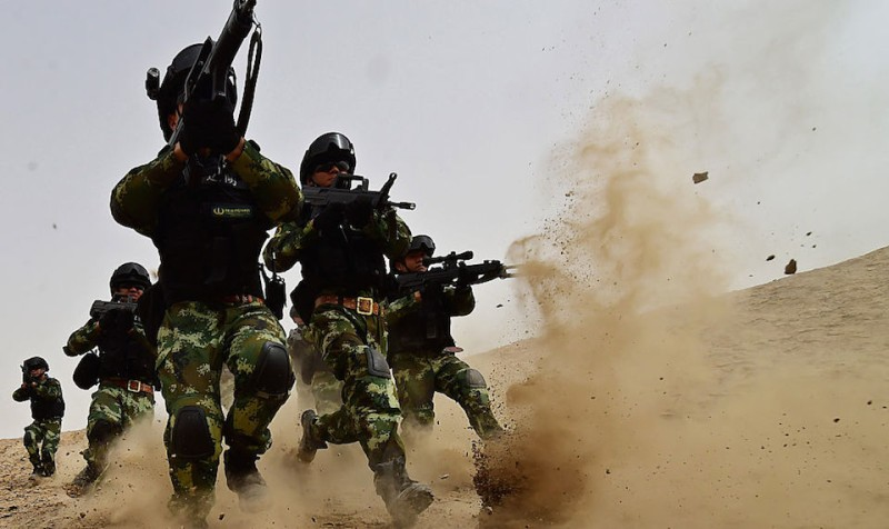 KASHGAR, CHINA - AUGUST 17: (CHINA OUT) Soldiers of Xinjiang Armed Police Frontier Corps get drill in gobi desert of Yecheng County on August 17, 2015 in Kashgar, Xinjiang Uygur Autonomous Region of China. (Photo by VCG/VCG via Getty Images)