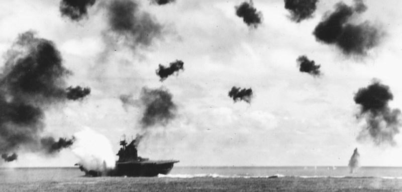 USS_Yorktown_(CV-5)_is_hit_by_a_torpedo_on_4_June_1942