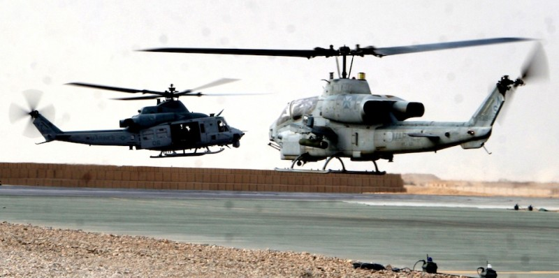 AH-1W_UH-1Y_take_off_from_Bastion_Afghanistan_2009