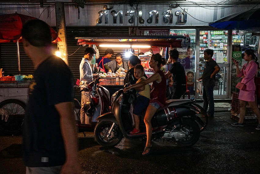 This photo taken on April 17, 2017 shows people waiting to pick up food from a street stall in the Phrakanong district of Bangkok. Street food stalls will be banned from all of Bangkok's main roads under a clean-up crusade, a city hall official said Tuesday, prompting outcry and anguish in a food-obsessed capital famed for its spicey roadside cuisine.  / AFP PHOTO / LILLIAN SUWANRUMPHA        (Photo credit should read LILLIAN SUWANRUMPHA/AFP/Getty Images)
