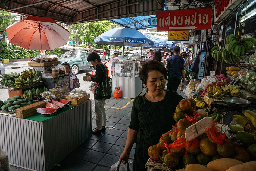 People go shopping for food from street stalls in the Phayathai district of Bangkok on April 18, 2017.  Street food stalls will be banned from all of Bangkok's main roads under a clean-up crusade, a city hall official said, prompting outcry and anguish in a food-obsessed capital famed for its spicey roadside cuisine. / AFP PHOTO / LILLIAN SUWANRUMPHA        (Photo credit should read LILLIAN SUWANRUMPHA/AFP/Getty Images)
