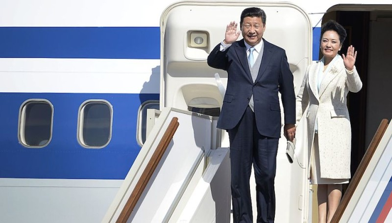 Chinese President Xi Jinping and his wife Peng Liyuan wave as they leave the plane upon their arrival at Moscow's Vnukovo II Government airport on May 8, 2015. Jinping arrived in Moscow to take part in the Victory Day celebrations. AFP PHOTO / ALEXANDER NEMENOV        (Photo credit should read ALEXANDER NEMENOV/AFP/Getty Images)