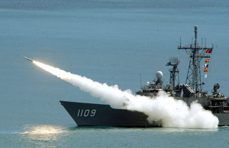 "A Standard surface-to-air missile is launched from a Perry-class frigate of Taiwan navy at a mock enemy target in the island's biggest ever wargame held in Litzechien, northeastern Ilan county, 04 September 2003. At least 6,000 soldiers participated in the drill codenamed ""Han Kuang 19"" (Han Glory) presided over by President Chen Shui-bian.  AFP PHOTO/Sam YEH  (Photo credit should read SAM YEH/AFP/Getty Images)"