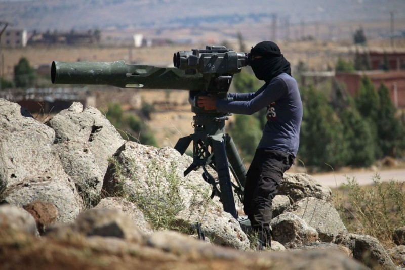 An opposition fighter looks for government forces' positions in Syria's southwestern Quneitra province on June 28, 2017 during ongoing clashes for control of the city of al-Baath.   / AFP PHOTO / Mohamad ABAZEED        (Photo credit should read MOHAMAD ABAZEED/AFP/Getty Images)