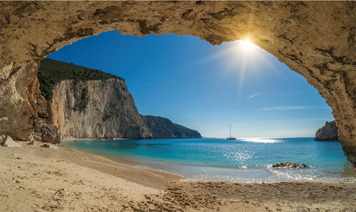 Porto Katsiki beach on the Ionian Sea in Lefkada - Photo: Shutterstock / Netfalls Remy Musser