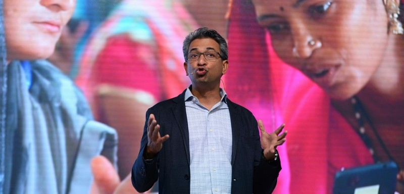 Vice-president of Google for South East Asia and India Rajan Anandan speaks during the launch of the Google 'Tez' mobile app for digital payments in New Delhi on September 18, 2017. / AFP PHOTO / SAJJAD HUSSAIN        (Photo credit should read SAJJAD HUSSAIN/AFP/Getty Images)