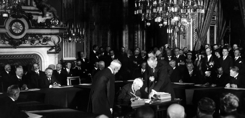 US Secretary of State Frank B. Kellogg signs The Kellogg Briand Pact (or Pact of Paris) for Renunciation of War as an Instrument of National Policy on August 27, 1928 at the ministry of foreign affairs in Paris. Background French Foreign Affairs Minister Aristide Briand. / AFP / -        (Photo credit should read -/AFP/Getty Images)