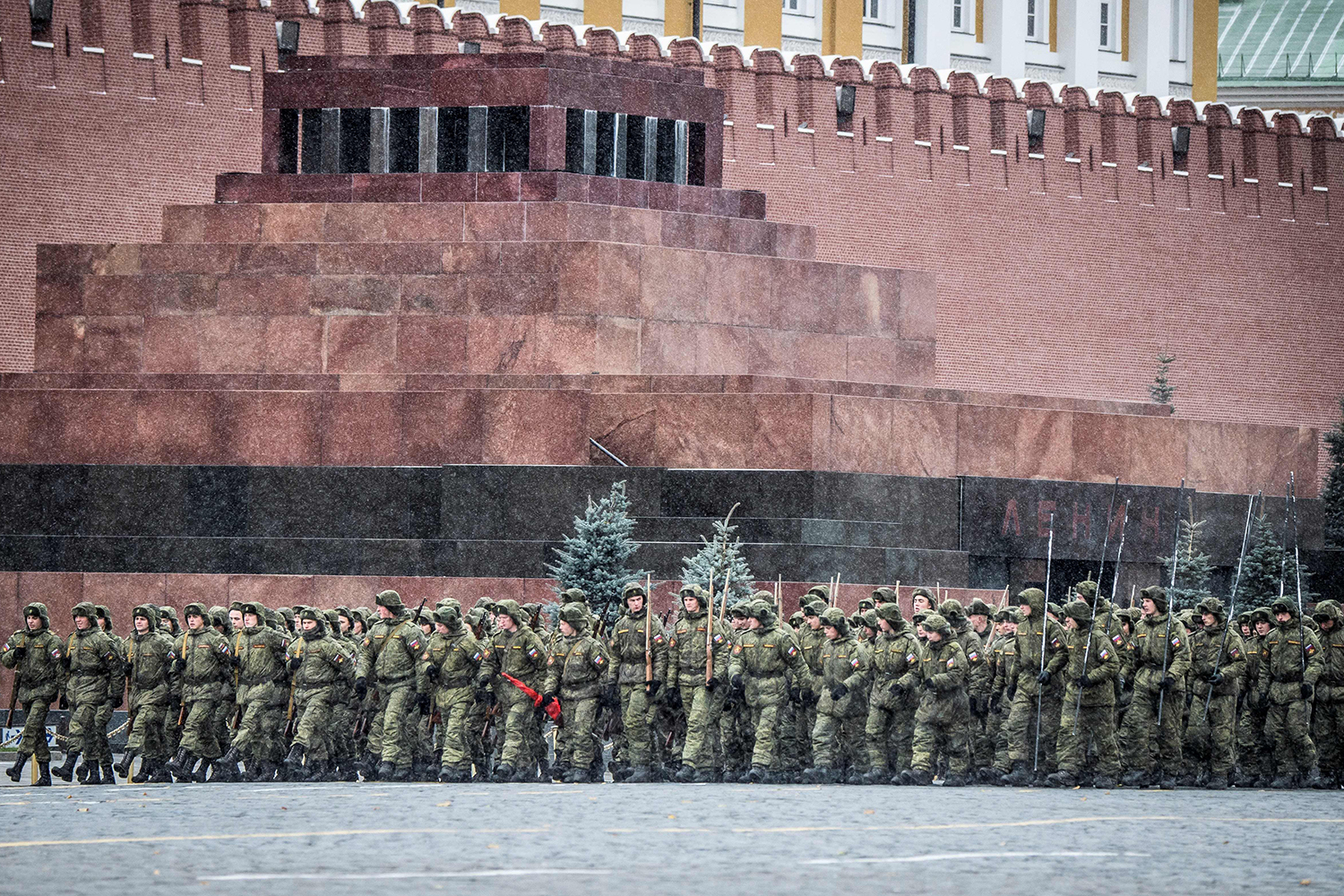 TOPSHOT - Russian soldiers rehearse for the upcoming parade on Red Square in Moscow on October 26, 2017. The event will take place on November 7, marking the 76th anniversary of the 1941 historical parade, when Red Army soldiers marched past the Kremlin walls towards the front line to fight the Nazi Germany troops during World War Two. / AFP PHOTO / Mladen ANTONOV        (Photo credit should read MLADEN ANTONOV/AFP/Getty Images)