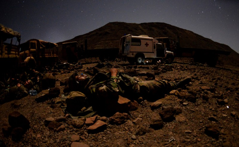French and U.S. Army soldiers bed down during a field training exercise in Arta, Djibouti, on March 16, 2016. (U.S. Air Force)