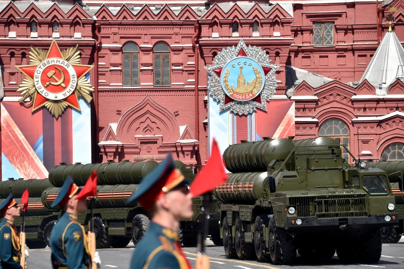 Russian S-400 air defence missile systems roll at Red Square during the Victory Day military parade in Moscow on May 9, 2016. Russia marks the 71st anniversary of the Soviet Union's victory over Nazi Germany in World War II. / AFP / KIRILL KUDRYAVTSEV        (Photo credit should read KIRILL KUDRYAVTSEV/AFP/Getty Images)