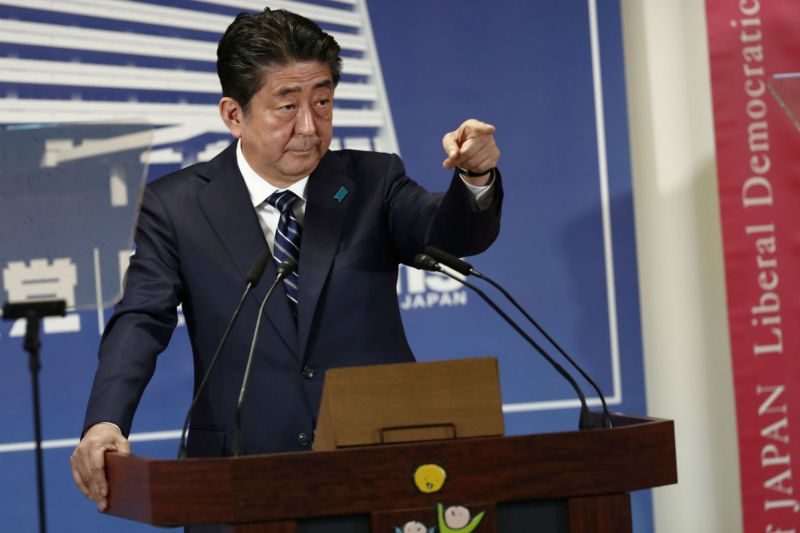 Shinzo Abe speaks at his party's headquarters in Oct. 2017 (Behrouz Mehri/AFP/Getty Images