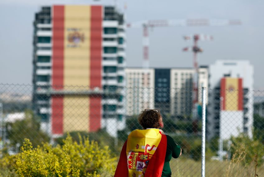 TOPSHOT - A huge Spanish flag covers the facade of a building under construction in Valdebebas neighborhood in Madrid, October 12, 2017. Spain marks its national day under high tension as the country reels from the biggest challenge to unity in a generation with its Catalan region threatening to break away.  / AFP PHOTO / OSCAR DEL POZO        (Photo credit should read OSCAR DEL POZO/AFP/Getty Images)