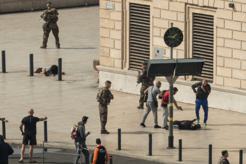 French police subdue a suspected terrorist as a stabbed woman lies nearby following an attack on October 1, 2017 at the Saint-Charles train station in Marseille. (PAUL-LOUIS LEGER/AFP/Getty Images)