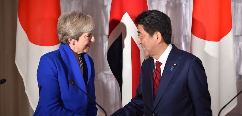 British Prime Minister Theresa May (L) shakes Shinzo Abe's (R) hand in Tokyo on August 31, 2017. (KAZUHIRO NOGI/AFP/Getty Images)