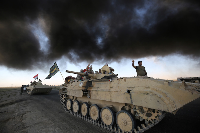 Iraqi forces, backed by fighters from the Hashed al-Shaabi (Popular Mobilisation units), advance towards the Islamic State (IS) group's stronghold of Hawija on October, 4.    (AHMAD AL-RUBAYE/AFP/Getty Images)