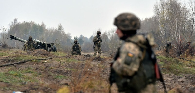 A Ukrainian military drill takes place in Oct. 2017. (Sergei Supinsky/AFP/Getty Images)