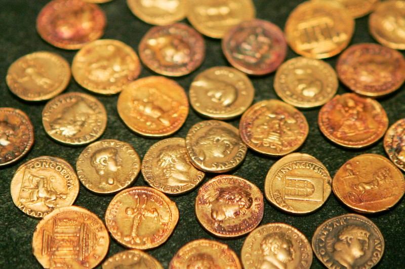 Gold coins from the Roman town of Pompeii on display in Chicago, Illinois on Oct. 18, 2005. (Scott Olson/Getty Images)