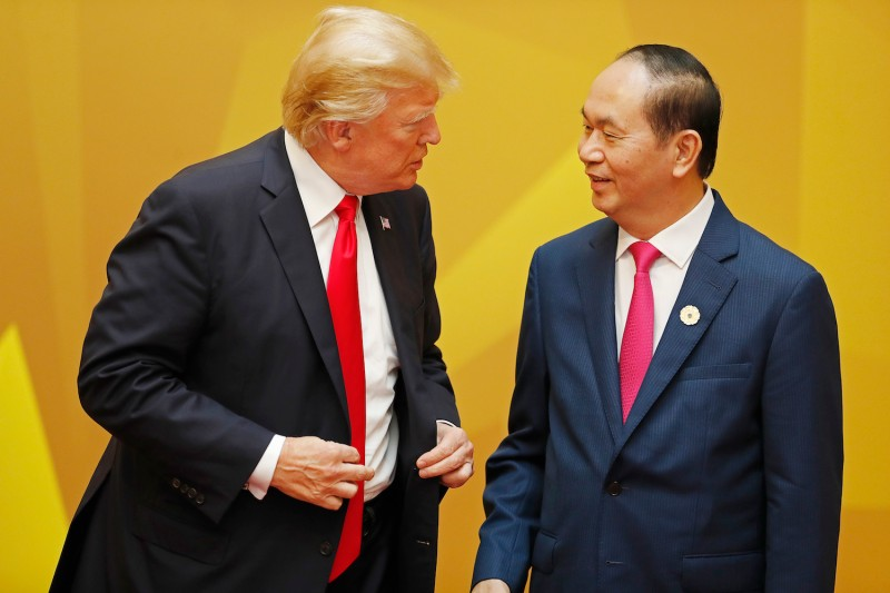 Vietnamese President Tran Dai Quang talks to U.S. President Donald Trump at the Asia-Pacific Economic Cooperation leaders' summit in the Vietnamese city of Danang on Nov. 11. (Photo credit Jorge Silva/AFP/Getty Images)