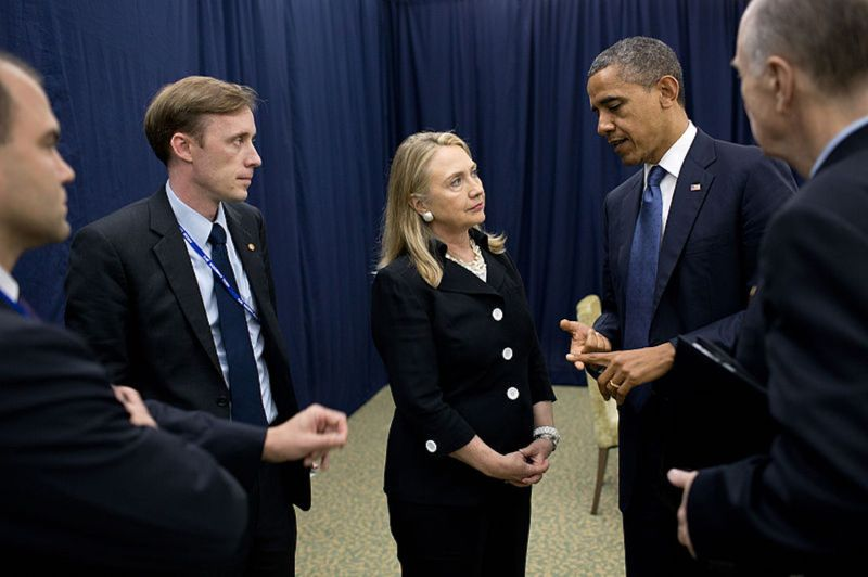 Former U.S. President Barack Obama talks with then-Secretary of State Hillary Rodham Clinton and then-Deputy Chief of Staff Jake Sullivan  while attending the U.S.-ASEAN summit in Phnom Penh, Cambodia on Nov. 20, 2012. (Wikimedia Commons)