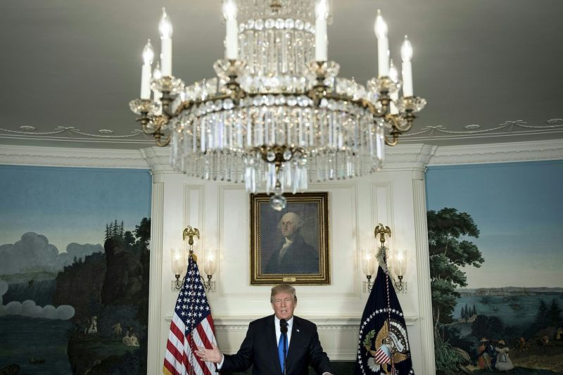 U.S. President Donald Trump discusses sanctions and the Iran nuclear deal in the White House on Oct. 13, 2017. (Brendan Smialowski/AFP/Getty Images)