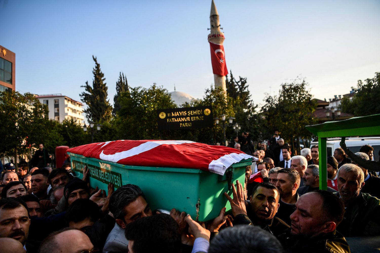 TOPSHOT - People carry a coffin covered with a Turkish flag during a funeral cerenomy for a man killed by rocket fire in Reyhanli, a town close to the Syrian border, on February 2, 2018 in Hatay, southern Turkey. One person was killed and several others wounded on February 2 in a Turkish border town by rockets fired from Syria, local authorities said, as Turkey continues its offensive against a Syrian Kurdish militia. / AFP PHOTO / OZAN KOSE        (Photo credit should read OZAN KOSE/AFP/Getty Images)